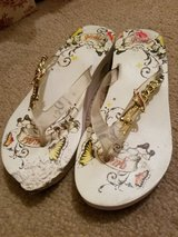 Guess sandals size 6 women in Chicago, Illinois