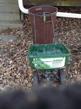Scott's Speedy Green 2000 Spreader in Bartlett, Illinois
