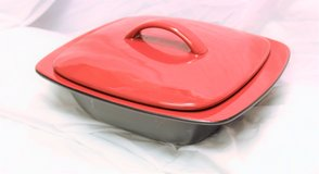 NEW CorningWare Ryku 2-qt Square Casserole with Ceramic Lid - China Red in Kingwood, Texas