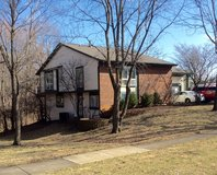 Lisle-4/5BD/3BA-Woods-Completely Updated in Glendale Heights, Illinois