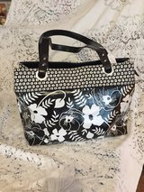 Purse#1 Black & White Floral in Fort Campbell, Kentucky