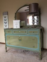 Beautiful vintage 6 pc bedroom set in excellent condition - dresser, mirror, armoire, head/foot ... in Glendale Heights, Illinois