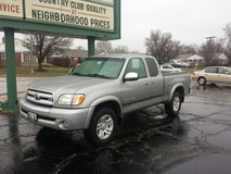 2003 Tundra Extended Cab, V8 w/ Bed Liner and Tonneau Cover- Extra Clean!!!! in Batavia, Illinois