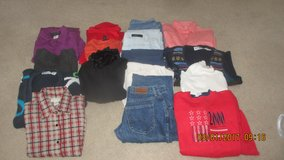 Jeans/Capris/Sweaters/Shirts in Bolingbrook, Illinois