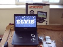 Sylvania 10 inch screen portable dvd/ media player 5 hr battery in Mountain Home, Idaho