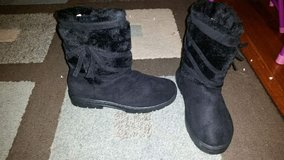 Women's comfy black boots in Fort Drum, New York