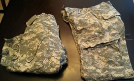 Lot of Small/regular ACU tops & pants in Fort Campbell, Kentucky