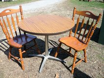 Round Table and 2 Chairs in Pleasant View, Tennessee