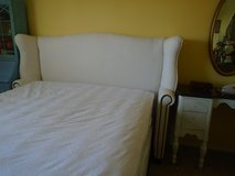 upholstered queen bed in Bartlett, Illinois