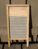 VTG BUSY BEE No 16 LINGERIE WOOD & METAL WASHBOARD in Glendale Heights, Illinois
