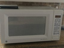 GE Microwave JES1855PWH03 - Used in Houston, Texas