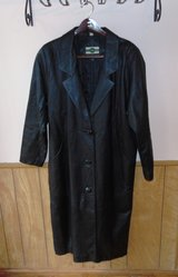 OUTBROOK WOMEN FULL LENGTH BLACK LEATHER COAT LARGE in Livingston, Texas