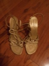***REDUCED***Ladies Gold PIERRE DUMAS Gold Sandals***SZ 8.5 in Kingwood, Texas