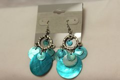 NWT Silver Tone Blue Teal Iridescent Charms Chandelier Royal Drop Dangle Hook in Kingwood, Texas
