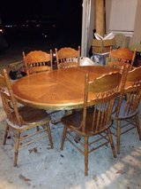 Oak dining table and 6 chairs with leaf. in Perry, Georgia