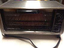 Black n decker toaster oven in Naperville, Illinois