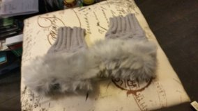 Fingerless mittons in Lakenheath, UK