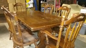 SOLID WOOD KITCHEN TABLE in Fort Polk, Louisiana