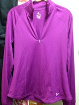 Womens Old Navy Active Pullover - Medium (semi-fitted) in Okinawa, Japan