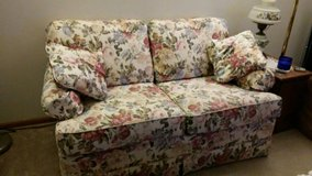 Floral print Love Seat in Fort Wayne, Indiana