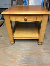 American signature end table in Morris, Illinois