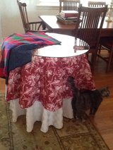 Table, 4 table clothes, glass top in Beaufort, South Carolina
