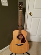 Yamaha FG700S Acoustic Guitar in Chicago, Illinois