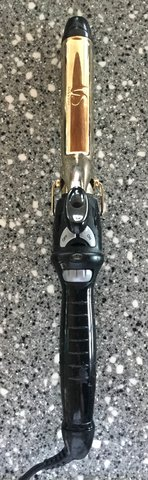 VIDAL SASSOON Black and Gold Tone Curling Iron with Temperature Control in Okinawa, Japan