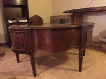 Exquisite Desk in Alamogordo, New Mexico