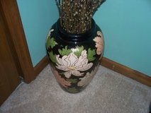 large hand painted artistry vase  18 in tall   black/light peach/creqm in Morris, Illinois