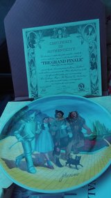 Wizard of oz plate collection with the certificate in bookoo, US