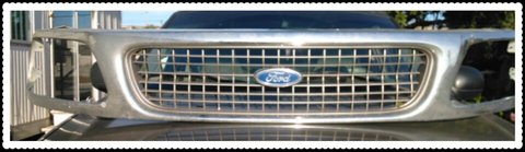 Ford grill fits Expedition or f150 to 1999 in Oceanside, California