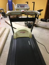 Life Fitness 5500 HR treadmill in bookoo, US