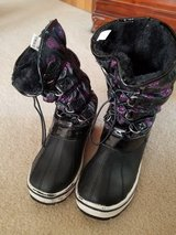 Girls snow boots- size 4 in Naperville, Illinois