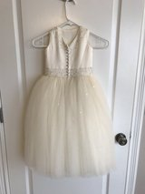 3t Ivory Flower Girl Dress in Pleasant View, Tennessee