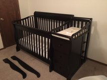 Sorelle 4 in 1 Convertible Crib With Simmons Matters, Changing Table With Pad,  Drawers, And She... in Alamogordo, New Mexico