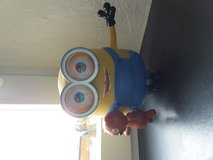 Minion Bob interacts with Teddy in bookoo, US