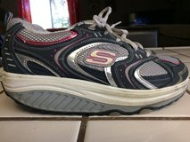 SKETCHERS shape ups 7 1/2 used but barely!! in Sacramento, California
