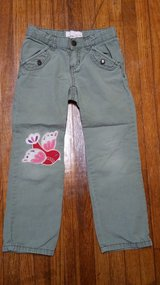 #28 Girls Size 5T Old Navy Pants in Fort Benning, Georgia