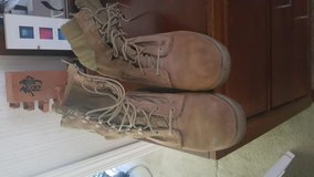 Boots 7W in Camp Lejeune, North Carolina