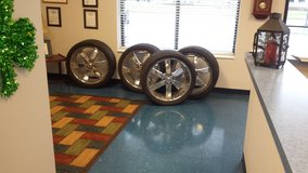 Elure 24 x10 Chrome wheels and tires in Todd County, Kentucky
