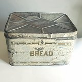 LG SHABBY NESCO USA TIN BREAD BOX in Oswego, Illinois