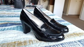 Michael Kors Shoes, size 9 (Never worn) in Batavia, Illinois