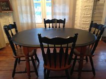 Table and chairs in Elgin, Illinois