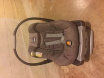 Chico KeyFit30 Car Seat w/ two bases in Bartlett, Illinois