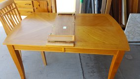 Dining table 4 chairs in Alamogordo, New Mexico