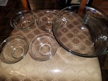 New / Clear Glass / 5 Piece Salad Bowl Set in Fort Campbell, Kentucky