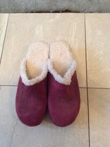 ***REDUCED***NEW***Ladies Burgundy Sherpa Lined Clogs***SZ 9 in Kingwood, Texas