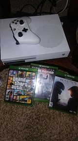 xbox one s 1tb with 3games in Lake Elsinore, California