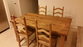 Kitchen table and chairs in Temecula, California